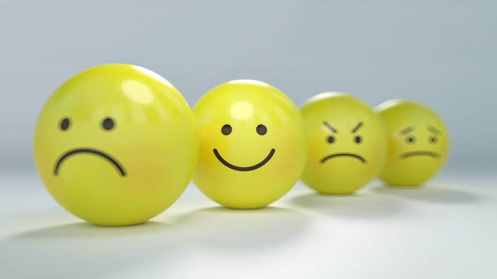 4 faces displaying happiness, sadness, anger, and sickness